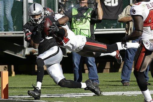 Martin, Bucs race past Raiders 42-32