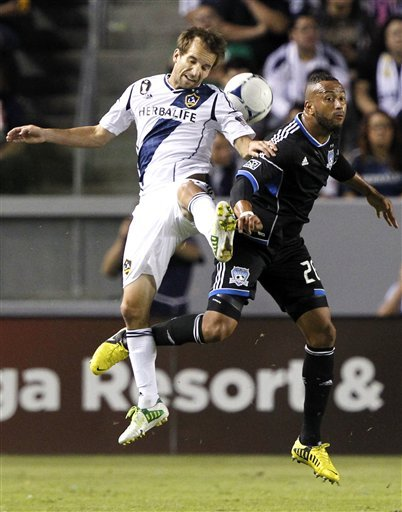 Late goal lifts Earthquakes over Galaxy 1-0