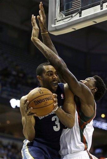Randolph leads Grizzlies to 108-90 win over Bucks