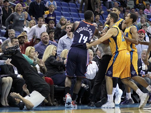 Davis leads Hornets past Bobcats, 107-99
