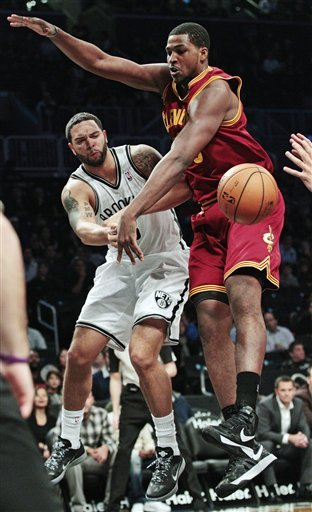 Williams, Johnson lead Nets over Cavaliers 114-101