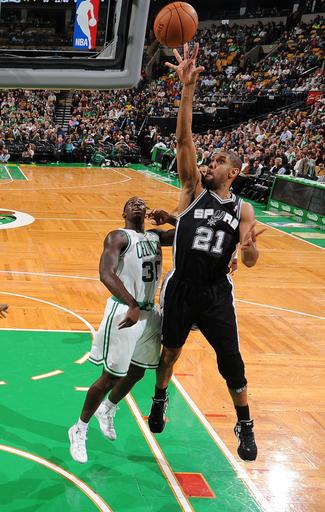 Parker, Duncan carry Spurs past Celtics, 112-100