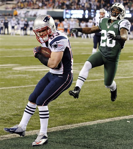 Brady, high-scoring Patriots embarrass Jets 49-19