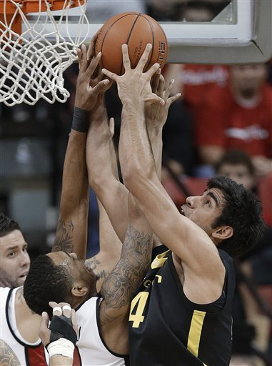 Oregon upsets No. 18 UNLV, 83-79