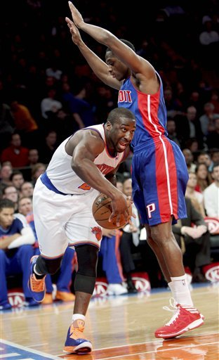 Knicks rout Pistons, end losing streak at 2 games