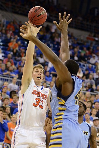 No. 7 Florida overwhelms Marquette 82-49