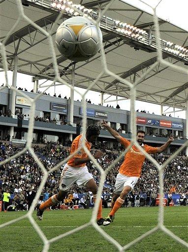 Beckham wins 2nd MLS title, Galaxy beat Dynamo 3-1