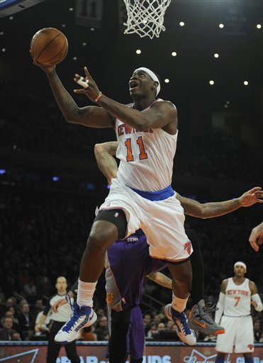 Knicks beat Suns, stay unbeaten at home