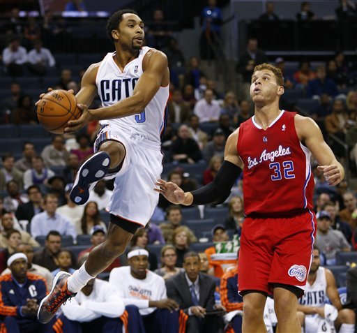 Paul helps lift Clippers past Bobcats 100-94