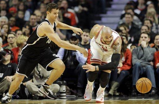 Noah, Bulls hold off Nets 83-82