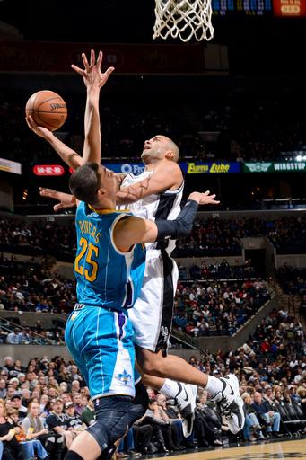 Parker scores 25, Spurs beat Hornets 99-94