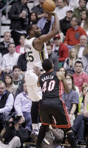 Jefferson, Hayward help Jazz stop Heat 104-97