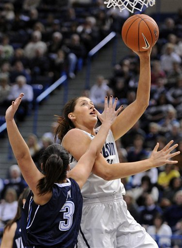 No. 3 UConn women earn 76-43 win over Villanova