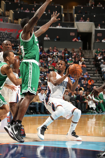 Mullens, Bobcats end Celtics' win streak 94-91
