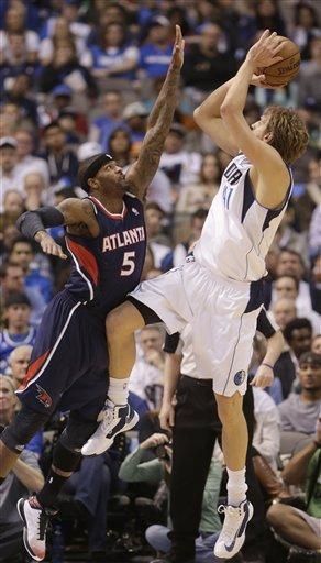 Smith has double-double as Hawks hold of Mavericks
