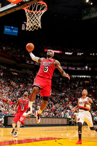 LeBron sets mark, Heat top Blazers 117-104