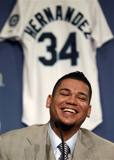 Felix Hernandez signs 7-year deal with Mariners