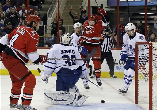 Hurricanes upend Maple Leafs 3-1