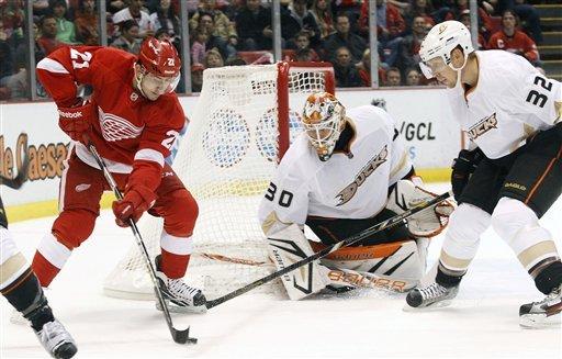 Cogliano scores 2 in 3rd, Ducks beat Red Wings 5-2