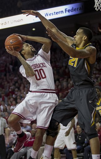 Young helps Arkansas rally past Missouri 73-71