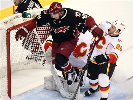 Coyotes roll to 4-0 win over Flames
