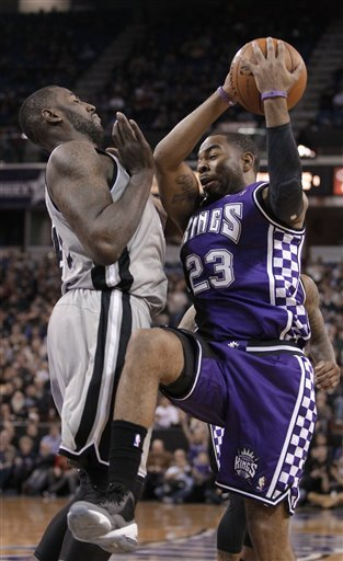 Parker's double-double leads Spurs past Kings