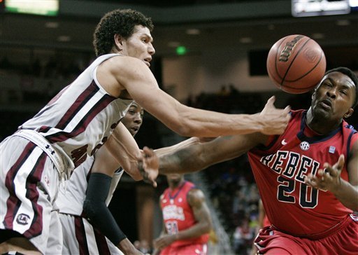 Smith's 3 leads South Carolina past Ole Miss 63-62