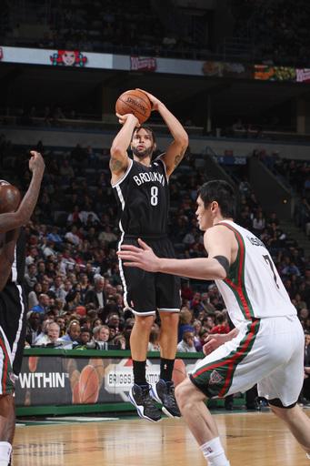Nets hang on to beat the Bucks 97-94
