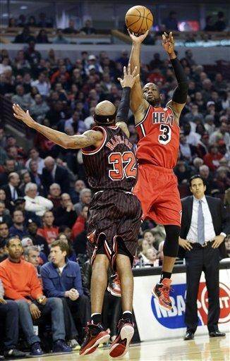 James scores 26, Heat beat Bulls 86-67