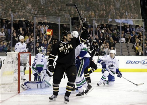 Canucks edge Stars with 4-3 victory