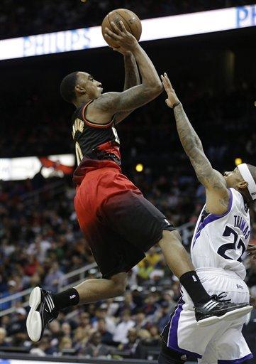 Hawks pull away late, beat Kings 122-108