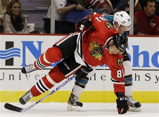 Blackhawks set NHL record with 2-1 win over Sharks