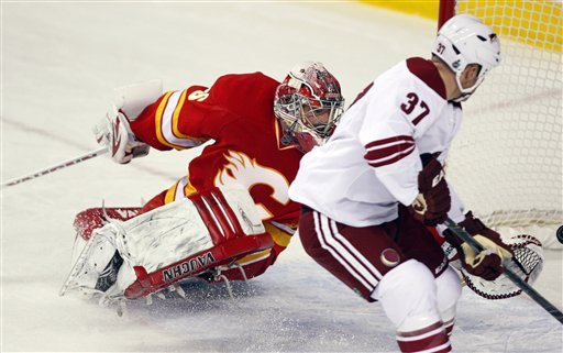 Iginla scores 2, Flames rally late to beat Coyotes