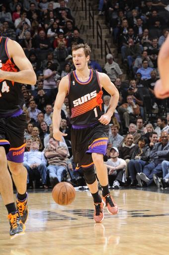 Suns end Spurs' 18-game home streak, 105-101 in OT