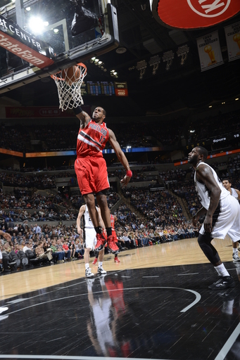Lillard leads Blazers to 136-106 rout of Spurs