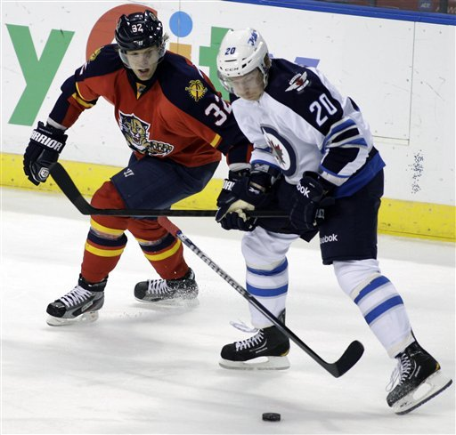 Byfuglien's OT goal lifts Jets, 3-2
