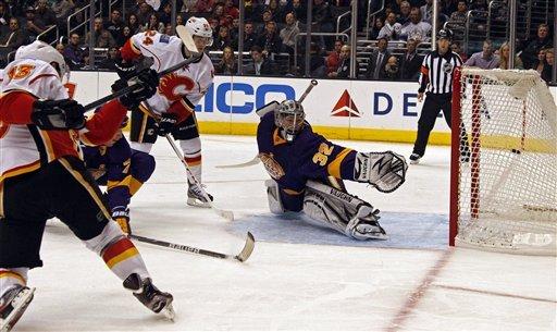 Carter, Voynov lead Kings over Flames 6-2