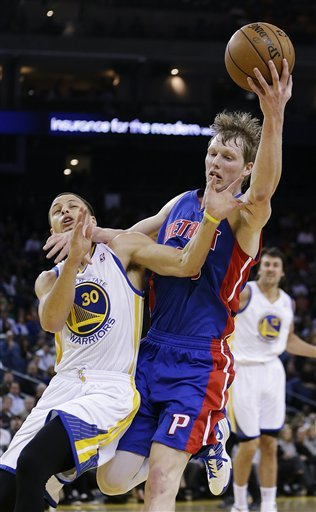 Warriors hold off pesky Pistons, 105-97