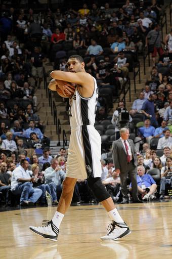 Duncan, Spurs hold off Mavericks 92-91