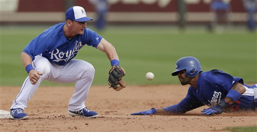 Moustakas, Royals defeat Dodgers 7-2