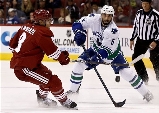 Canucks top Coyotes 2-1 on Schroeder's late goal