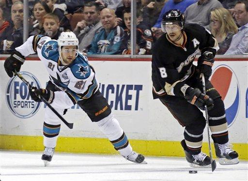Sharks hang on for 5-3 win over Ducks