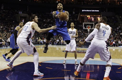 Henderson, Walker lead Bobcats over Magic 114-108
