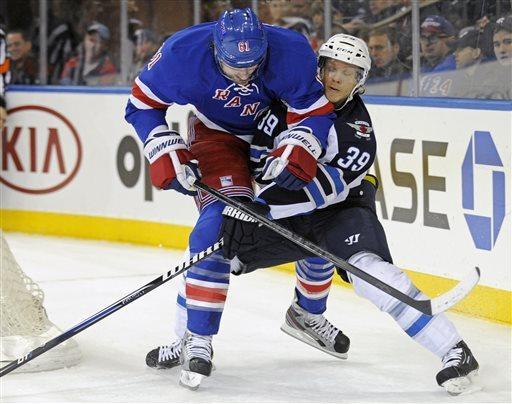 Derek Stepan scores 2 as Rangers beat Jets 4-2