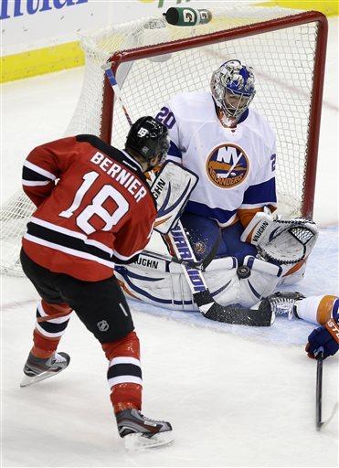 Islanders upend Devils 3-1