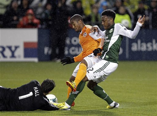Davis leads Dynamo to 2-1 win over Fire