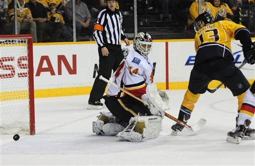 Predators score 2 quick goals in 3rd, top Flames