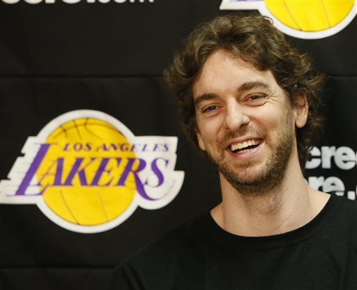 Lakers hopeful Howard chooses free-agent return