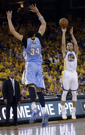 Curry captivating crowds in Warriors' playoff run