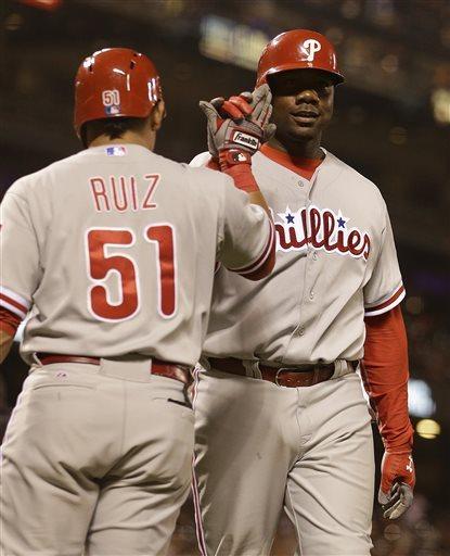 Utley, Howard homer as Phillies beat Giants 6-2